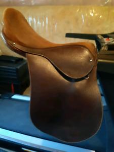 Schooling saddle