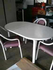 Tables / 4 chairs