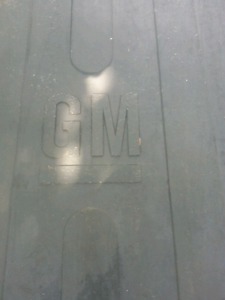 Heavy-Duty Rubber GMC box mat