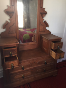 DRESSER - Walnut - Antique