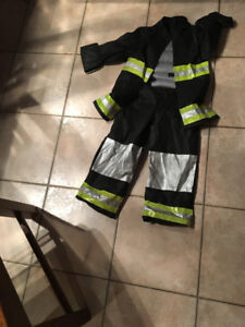 LIKE NEW!LIKE NEW ! BOYS 4/5 FIRE FIGHTER MUSCLE COSTUME