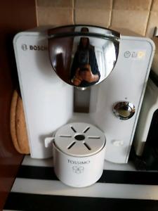 Machine a café Tassimo Bosch blanche - 25$