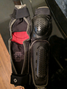 Small Mace arm/elbow pads for sale