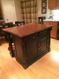 Monarch Kitchen Island with Stools