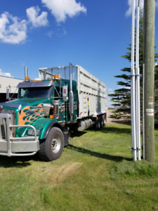 28' JBS SILAGE BOX ON 2002 KENWORTH
