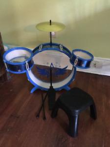 Toy drum kit