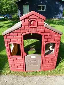 Little Tykes backyard playhouse - great condition!