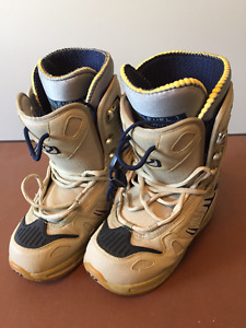 Women's Size 7 thirty-two 32 Snowboard Boots