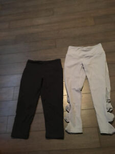 2 PAIRS OF LIKE NEW VICTORIA SECRET KNOCK OUT CROPS XS FITS A SM
