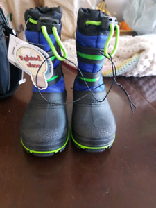 Brand new light up winter boots size boys 7 (1 year old)