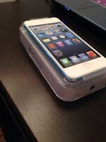 iPod 5th Touch Generation 32GB + Charger & Good condition
