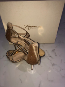 Vince Camuto Gold dressy heels - size 8