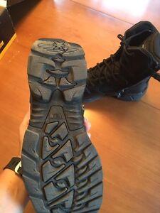 Magnum Stealth 8.0 boots size 7 female- size 9 mens Cambridge Kitchener Area image 4