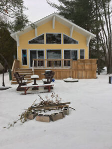 Frontlake cottage for rent-Superbe chalet 4 face au lac à louer