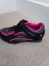 Size 4 spinning trainers/shoes