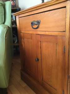 ANTIQUE  VINTAGE WASHSTAND/use as end table or night stand
