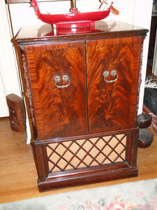 "VINTAGE ELECTROHOME ""CHIPPENDALE 21"" TV CABINET"