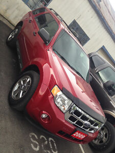 2009 Ford Escape XLT SUPER LOW KMS OPEN TO OFFERS