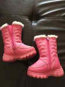 Infant size 4 winter boots girls Kitchener / Waterloo Kitchener Area image 1