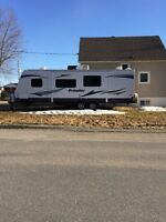 NEW PRICE! 2013 27' Prowler bunkhouse