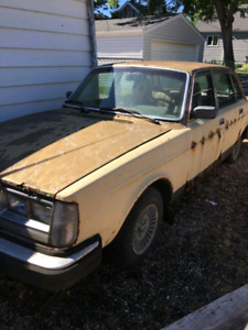 2 Volvo Cars Available for Parts