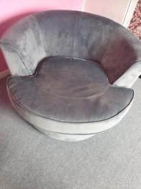 Great swivel chair lovely like new