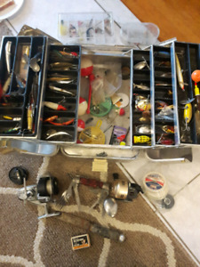 VINTAGE FISHING REELS LURES RODS TACKLE BOX KNIVES JAPAN