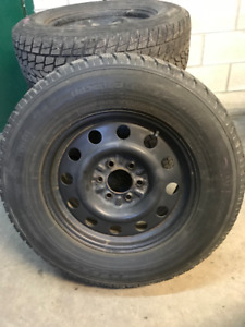 275-65-18 TOYO with rims Ford