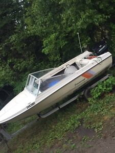 15 and a half foot peterbourough speed boat
