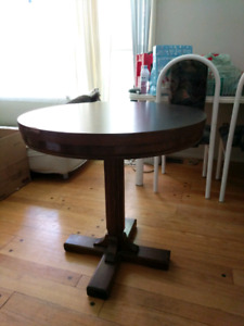 """30"""" Round Wood Table"""