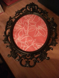 Oval picture frame with ornate black frame