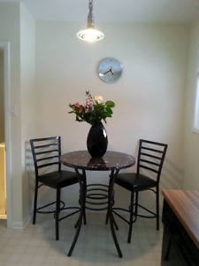 Dining table for two only 220$