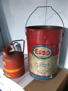 Chaudière d'huile Esso et bidon vintages...Longueuil