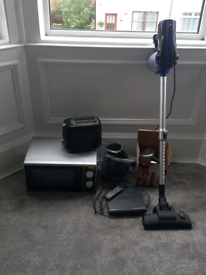 Various electricals selling as a bundle
