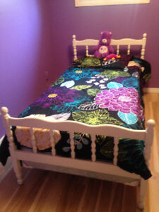 Twin Wood Spindle Bed