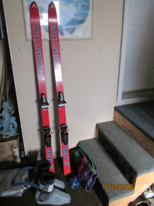 JUNIOR DOWNHILL SKIS