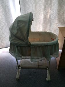 Gender neutral bassinette