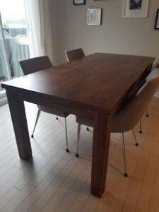 Selling beautiful dining table