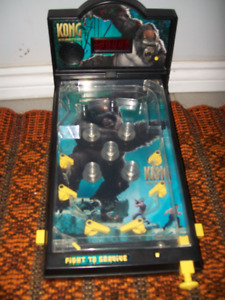 King Kong the 8th wonder of the world table top pinball game