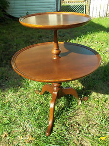 2 Tier piecrust oak Table