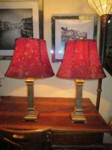 Lampe de table ou de chevet, abat-jour rouge 25$ chaque.