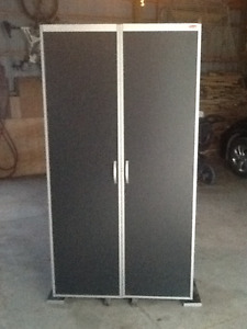 Rubbermaid tool bench Cabinet
