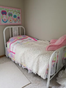 Single old white bed frame great condtion