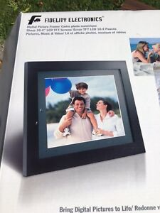"Fidelity 10.4"" Digital Picture Frame"