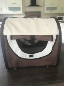 Pet carrier / travel bed