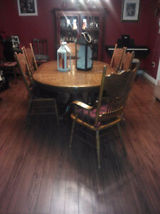 7 pc. Dining Room Table Set