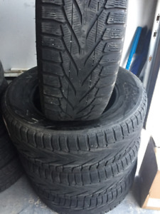 4 Winter Tires Nokian 255/65/18  in very good cond