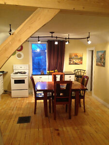 Second Storey suite available IMMEDIATELY - JANUARY 1, 2017