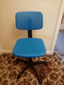 Adjustable desk chair