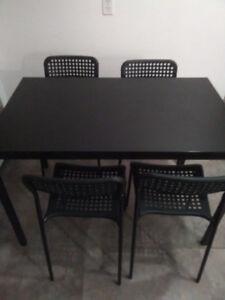 Table à manger et 4 chaises--NOUVEAU PRIX!!--